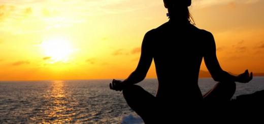 йога - медитация на берегу моря